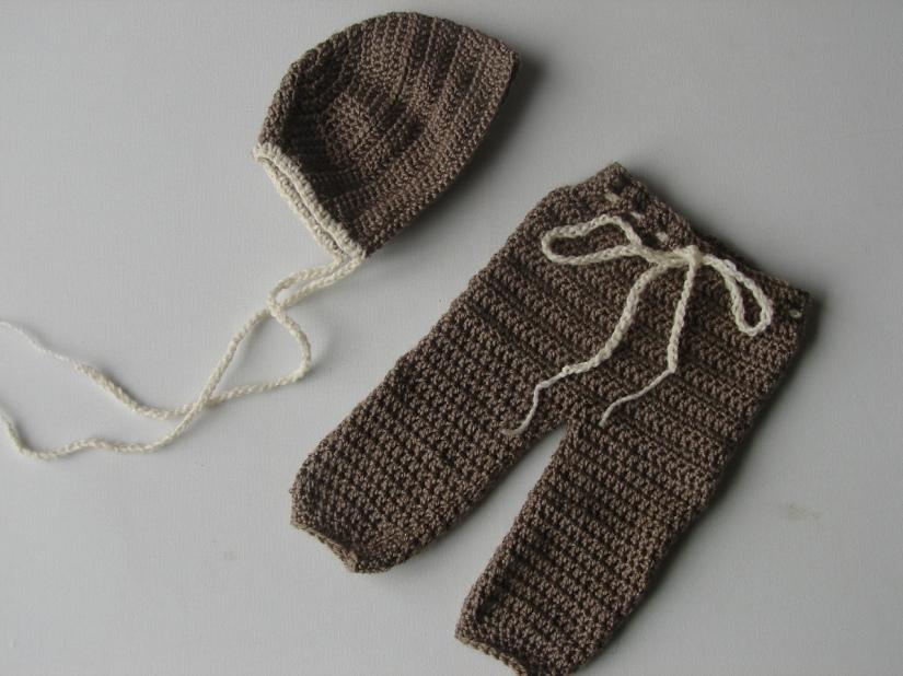 newborn bonnet and pants set